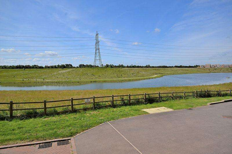 3 Bedrooms Terraced House for sale in A beautiful view across the lake from this extended, modern home...