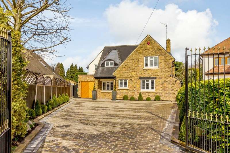 4 Bedrooms Detached House for sale in Ayloffs Close, Emerson Park, Hornchurch RM11