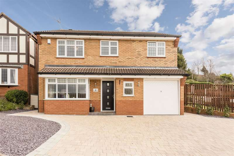 4 Bedrooms Detached House for sale in Wellington Close, Kingswinford, DY6 8JG