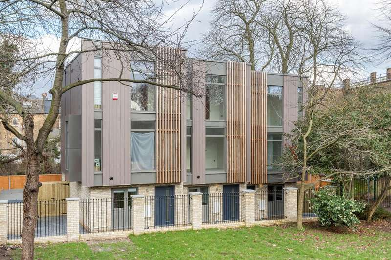 4 Bedrooms Town House for sale in Malpas Road, London