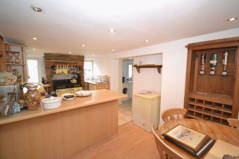 2 Bedrooms End Of Terrace House for sale in West Street, Oldland Common, Bristol