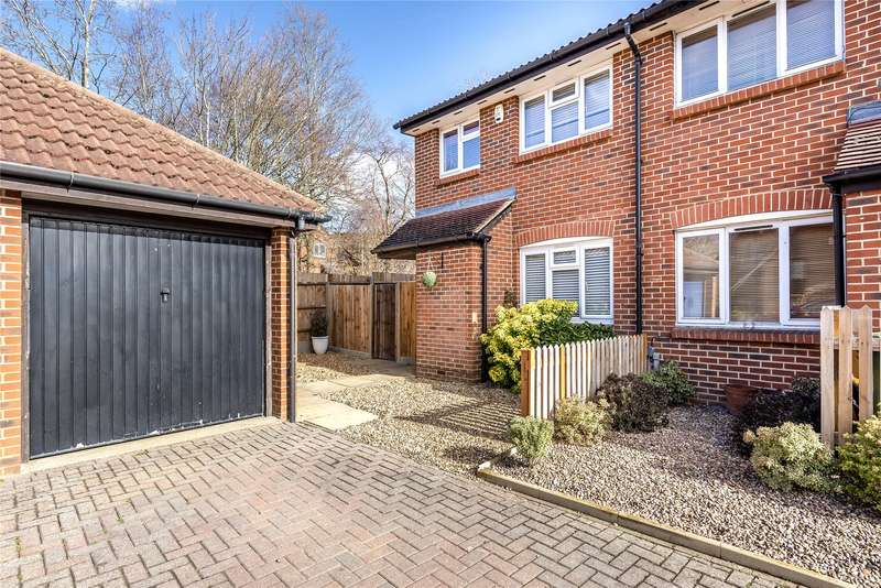 3 Bedrooms Semi Detached House for sale in Portia Grove, Warfield, Bracknell, Berkshire, RG42