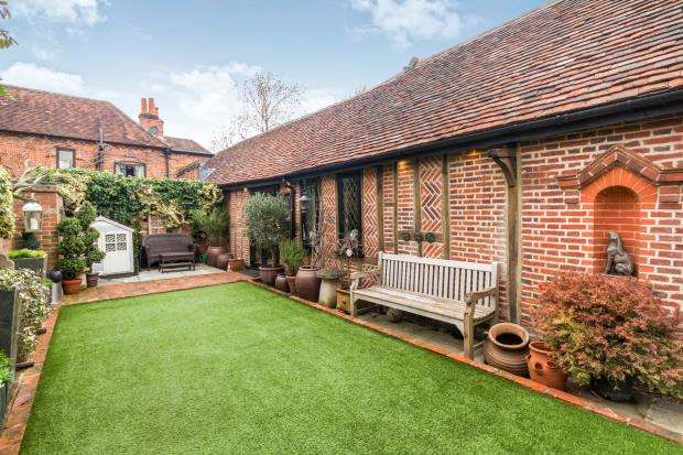 2 Bedrooms Bungalow for sale in Bracknell, Berkshire