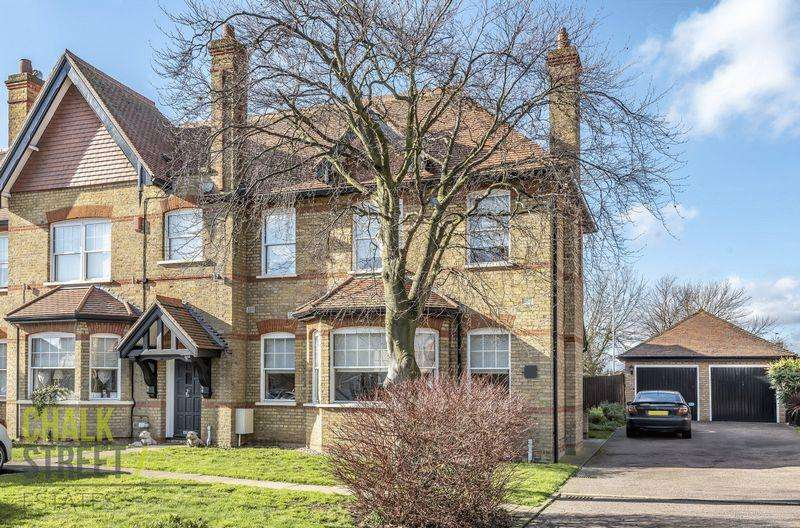 3 Bedrooms End Of Terrace House for sale in The Mall, Hornchurch, RM11