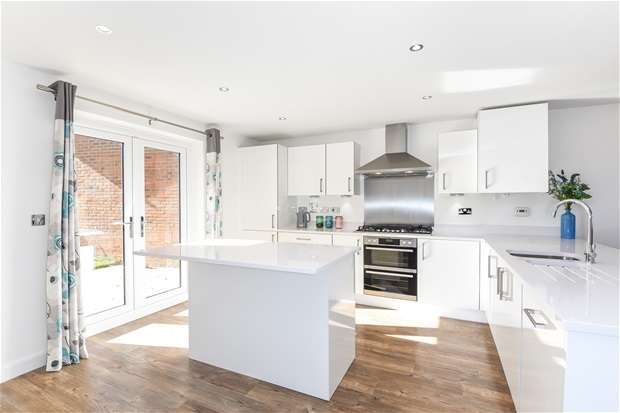 5 Bedrooms Detached House for sale in Martell Drive, Kempston