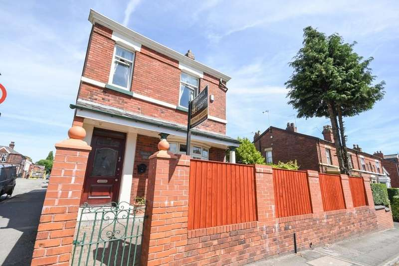 3 Bedrooms Detached House for sale in Dentons Green Lane , Merseyside