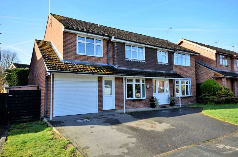 5 Bedrooms Detached House for sale in Mountnessing Road, Billericay