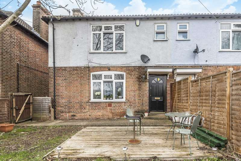 3 Bedrooms Semi Detached House for sale in 9 Bank Street, High Wycombe. HP13 7DT
