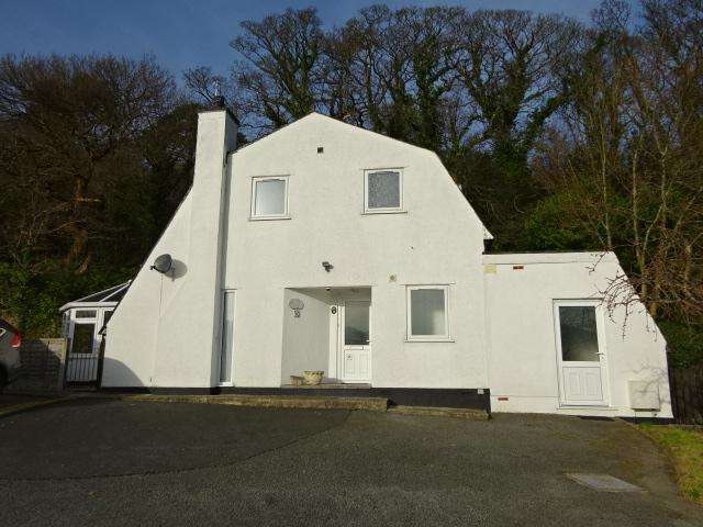 4 Bedrooms Detached House for sale in COED Y CASTELL, BANGOR LL57