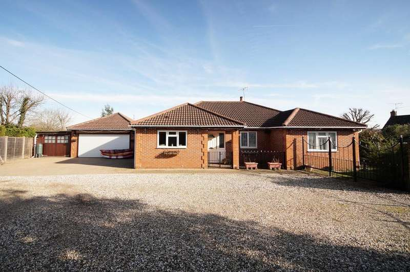 4 Bedrooms Detached Bungalow for sale in London Road, Hook