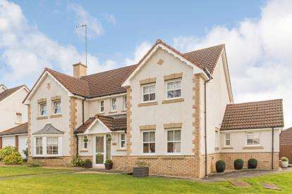 4 Bedrooms Detached House for sale in Royal Gardens, Bothwell