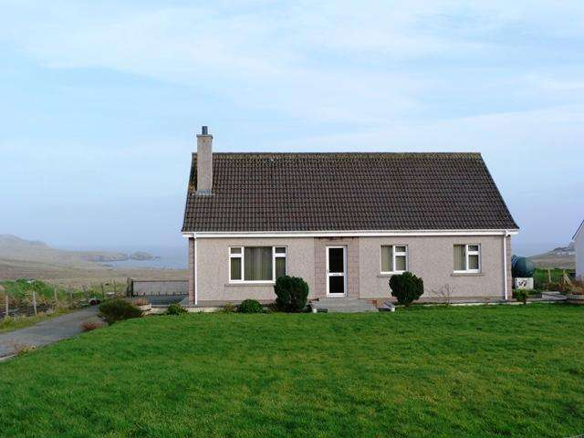 3 Bedrooms Detached Bungalow for sale in 31 Lower Bayble, Point, Isle of Lewis HS2