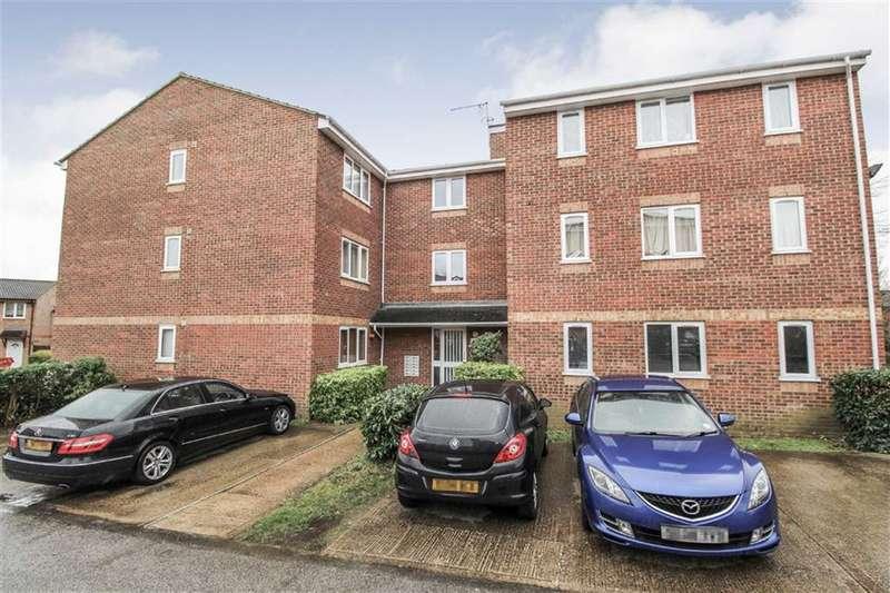 1 Bedroom Flat for sale in Walpole Road, Cippenham, Berkshire