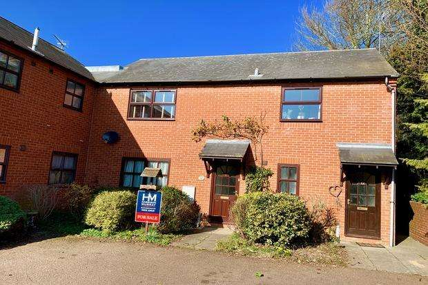 2 Bedrooms Flat for sale in Poplars Court, Leicester Road, Market Harborough, LE16