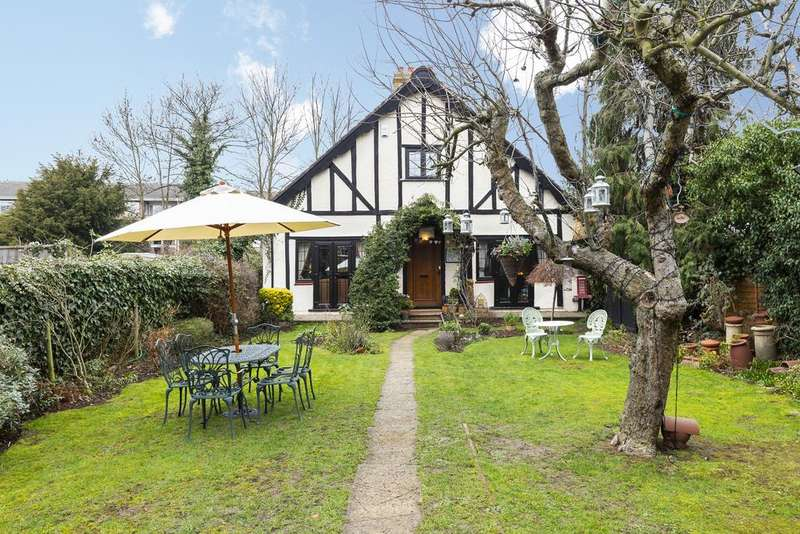 4 Bedrooms Detached House for sale in Woodland Road, Chingford, London E4