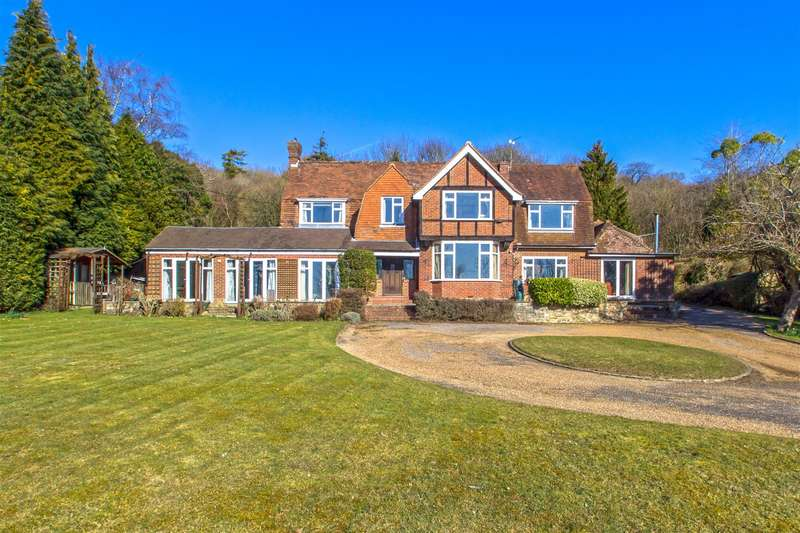 5 Bedrooms Detached House for sale in Pilgrims Way, Westerham