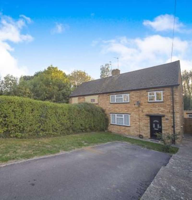 3 Bedrooms Semi Detached House for sale in Badger Close, Maidenhead, Berkshire, SL6 2TF