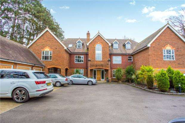 2 Bedrooms Apartment Flat for sale in Clareways, Lady Margaret Road, Sunningdale