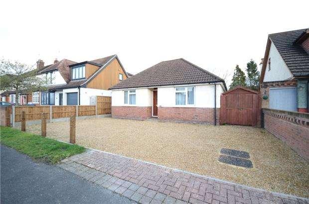 3 Bedrooms Detached Bungalow for sale in Park Road, Sandhurst, Berkshire