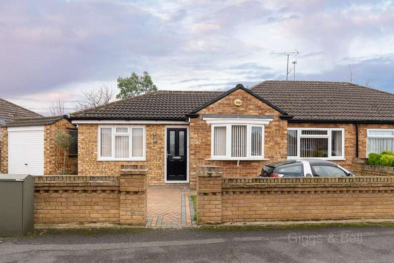 3 Bedrooms Semi Detached Bungalow for sale in Poets Green, Luton, Bedfordshire, LU4