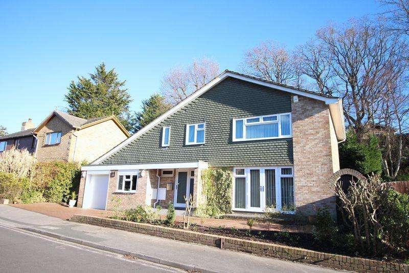 5 Bedrooms Detached House for sale in Lower Spinney, Warsash