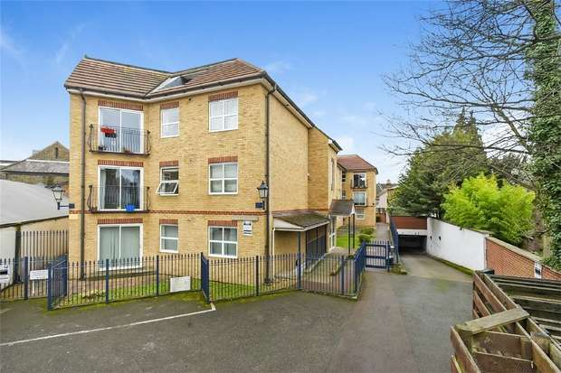 2 Bedrooms Flat for sale in Bromley House, Compass Lane, BROMLEY, Kent