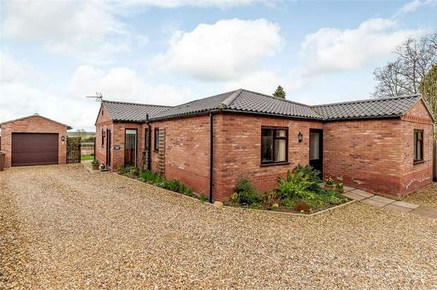 3 Bedrooms Detached Bungalow for sale in Watton Road, Swaffham, Norfolk