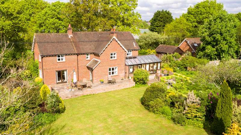 4 Bedrooms Detached House for sale in Abbotts Drove, West Wellow, Romsey, Hampshire, SO51