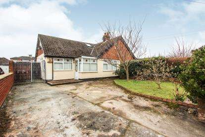 2 Bedrooms Bungalow for sale in Blackpool Road North, St Annes, Lacashire, England, FY8