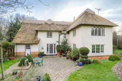 4 Bedrooms Detached House for sale in Village Road, Bromham, Bedford, Bedfordshire