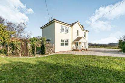 5 Bedrooms Detached House for sale in Alresford, Colchester, Essex