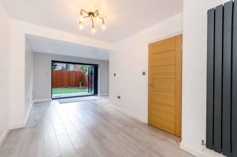 5 Bedrooms Terraced House for sale in Alanthus Close, Lee, SE12
