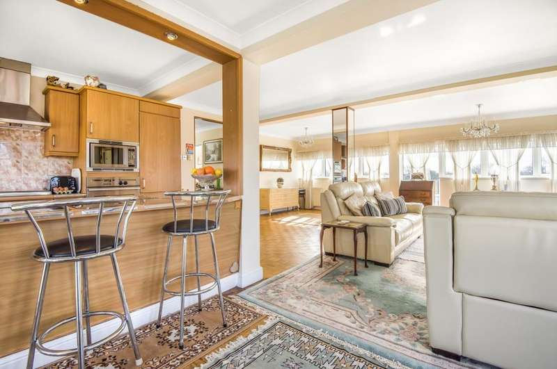 2 Bedrooms Flat for sale in South Row Blackheath SE3