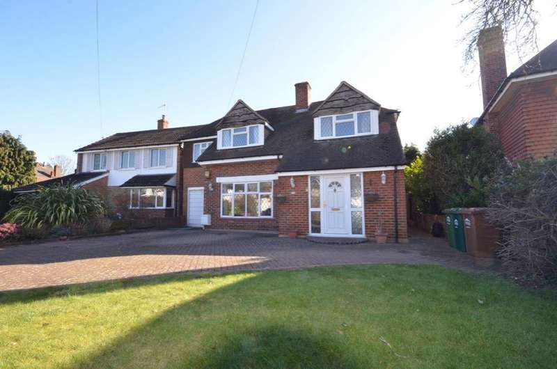 4 Bedrooms Detached House for sale in Manor Lane, Lower Sunbury TW16