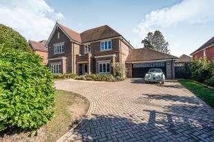 5 Bedrooms Detached House for sale in Dodsley Grove, Easebourne, West Sussex, .