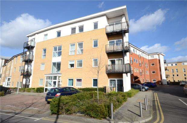 2 Bedrooms Apartment Flat for sale in Lundy House, Drake Way, Reading