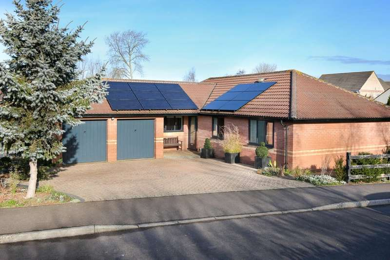 3 Bedrooms Detached Bungalow for sale in Wilton Orchard, Street