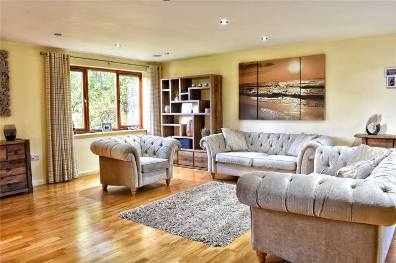 5 Bedrooms Detached House for sale in Hillkirk Drive, Shawclough, Rochdale, OL12