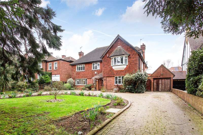 5 Bedrooms Detached House for sale in Canons Drive, Edgware, HA8