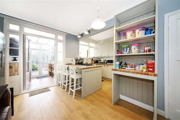 3 Bedrooms Terraced House for sale in Selworthy Road, Catford