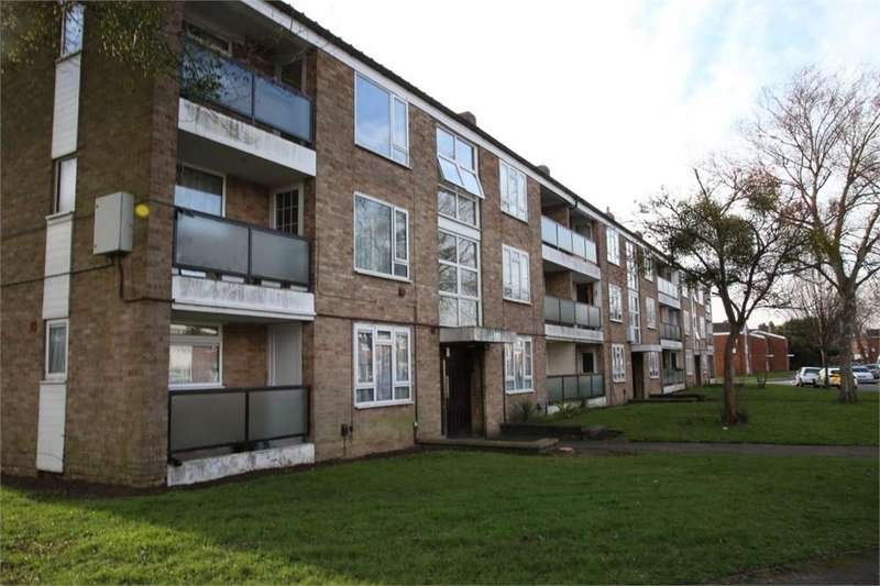 2 Bedrooms Flat for sale in Minster Way, Slough, SL3