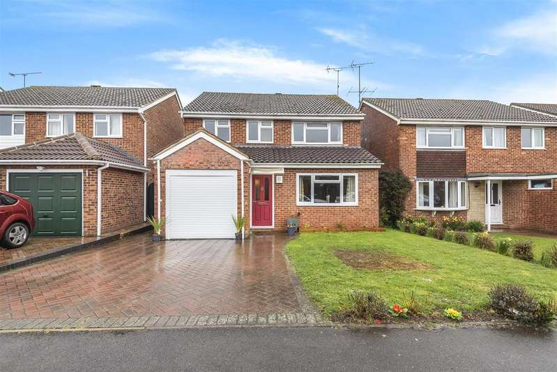 4 Bedrooms Detached House for sale in Benning Way, Wokingham, Berkshire RG40 1XX