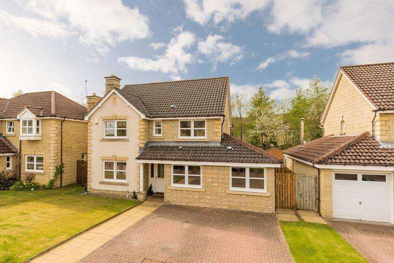 4 Bedrooms Detached House for sale in 112 Whitehaugh Park, Peebles, EH45 9DA