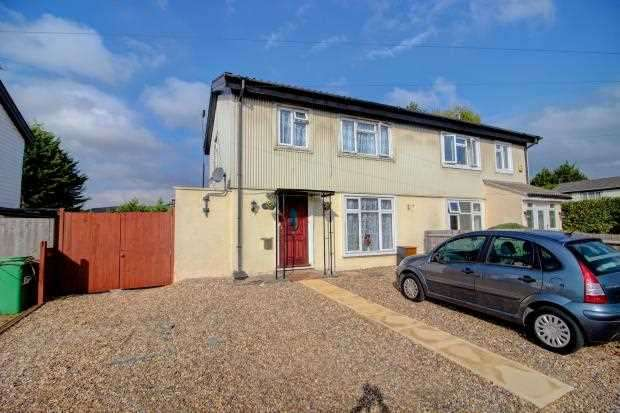 3 Bedrooms Semi Detached House for sale in Ward Gardens, Cippenham, Slough