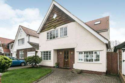 5 Bedrooms Detached House for sale in Vernon Avenue, Hooton, Cheshire, CH66