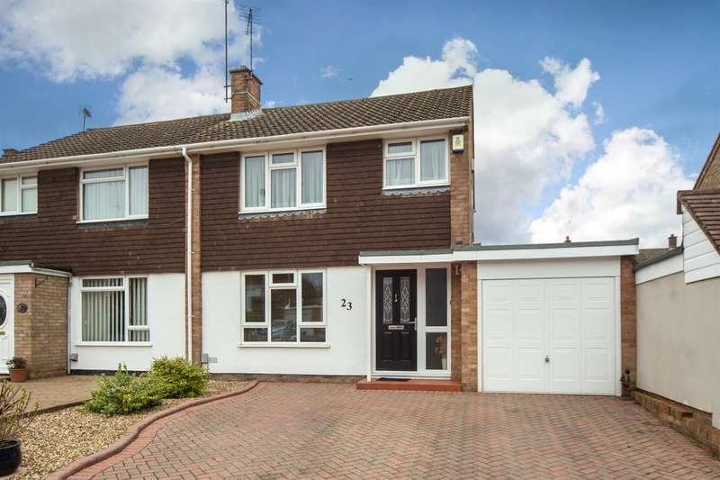 3 Bedrooms Semi Detached House for sale in Carlisle Close, Dunstable