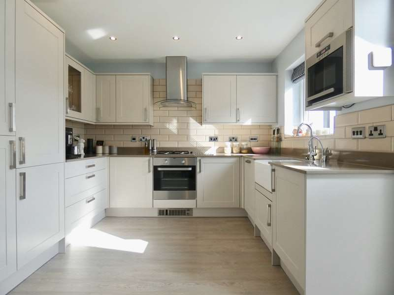4 Bedrooms Semi Detached House for sale in Pennine Avenue, Elland, West Yorkshire, HX5