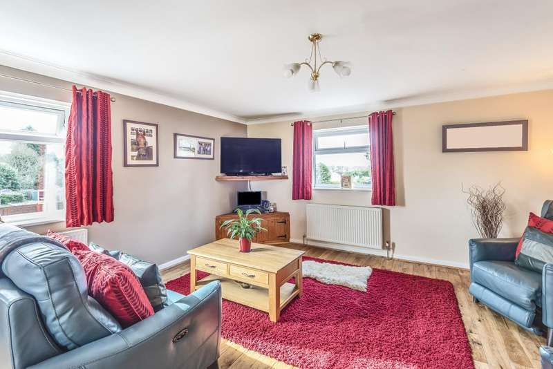 3 Bedrooms Flat for sale in Wood Green, Woodcote, RG8