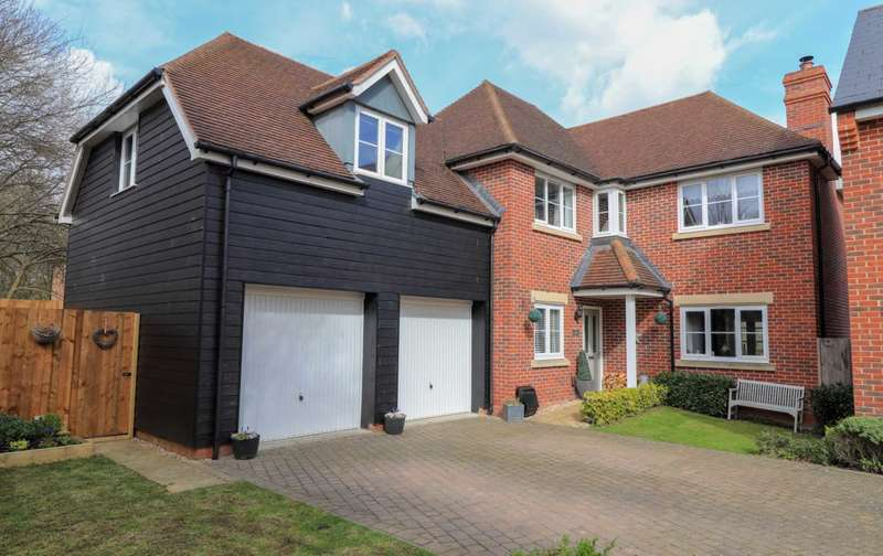 5 Bedrooms Detached House for sale in Starlings Roost, Jennett`s Park
