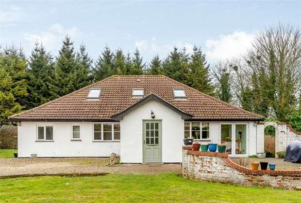 4 Bedrooms Detached House for sale in Main Road, Little Fransham, Dereham, Norfolk